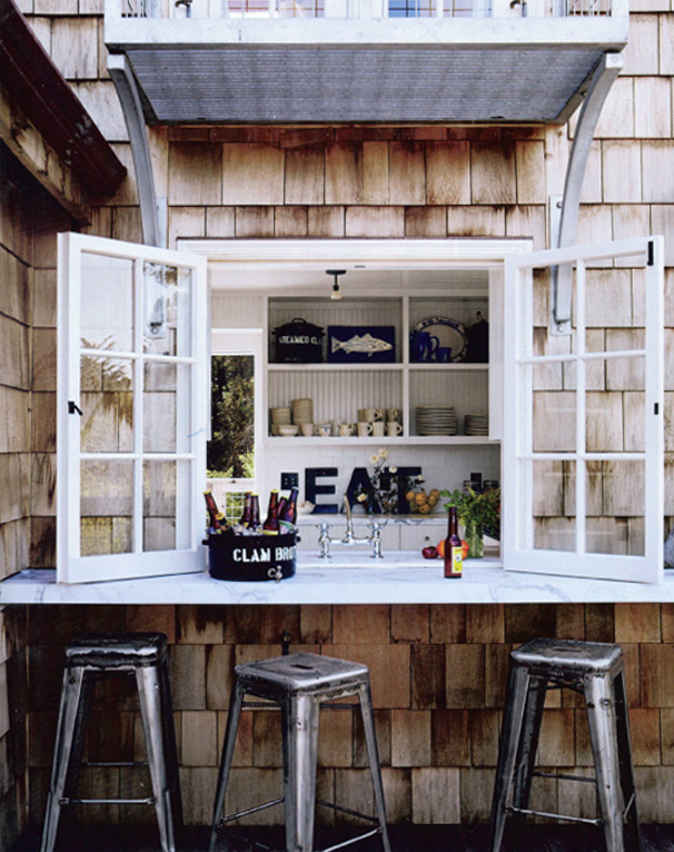 Coastal-Home-Outdoor-Bar-Inspiration