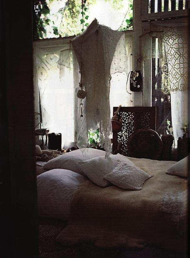 Shadowy-Outdoor-Shade-Bedroom