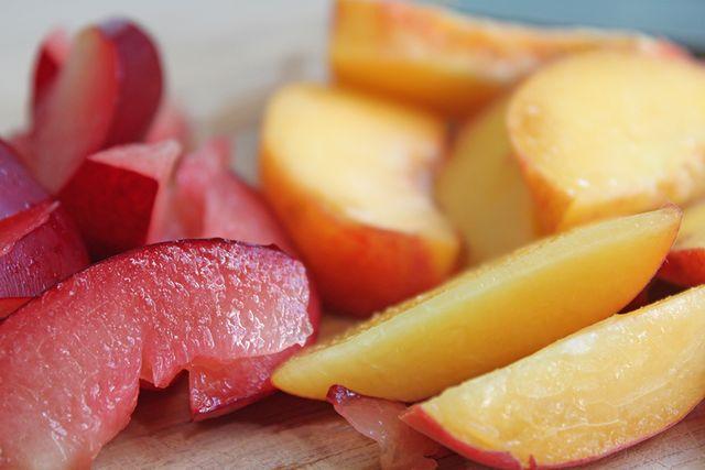 Peaches-Plums-Union-Square-Greenmarket-Tenhune-Farms